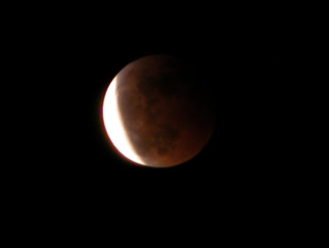 Last November 8th, I took a few photographs of the partial lunar eclipse.